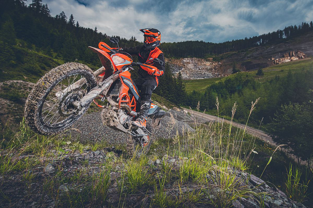 KTM-690-ENDURO-R-2021-Action2.jpg